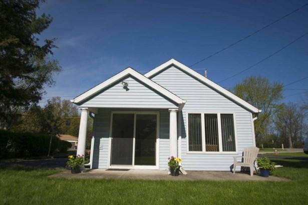 Quaint Year-Round Cottage (photo 1)