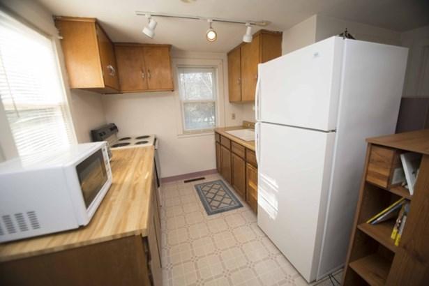 Galley kitchen (photo 2)