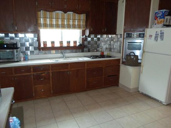 Kitchen lower (photo 4)