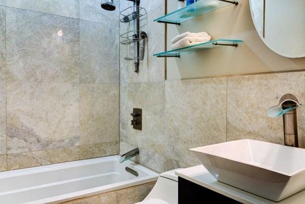 Bathroom (photo 5)