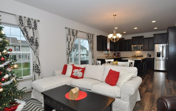 Inviting & open Living Room (photo 5)