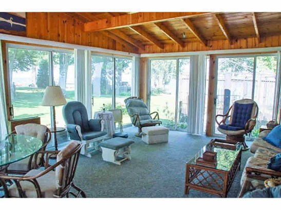 Sunroom (photo 3)