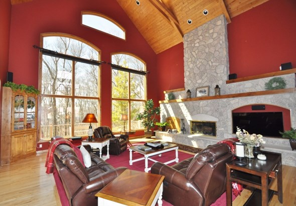 Great Room w/ Fireplace (photo 2)