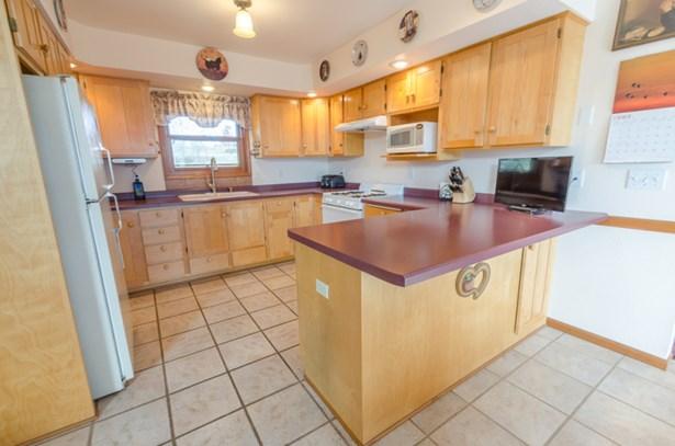 Large Kitchen (photo 4)
