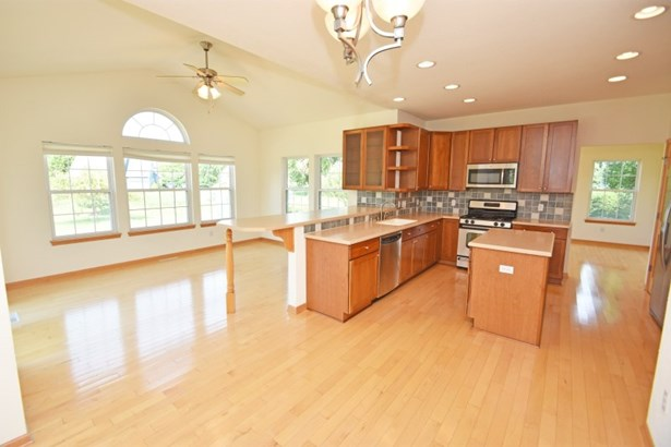 Kitchen and Dinette (photo 5)