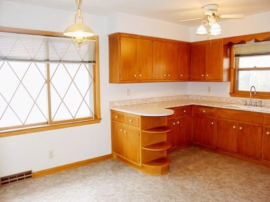 Lower - Kitchen (photo 2)