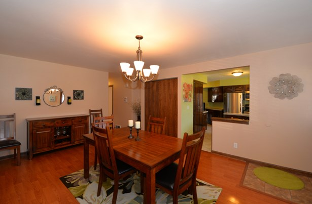Dining/Living area (photo 5)