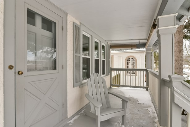 New front porch (photo 2)