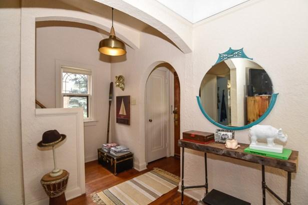 Foyer Entry (photo 2)
