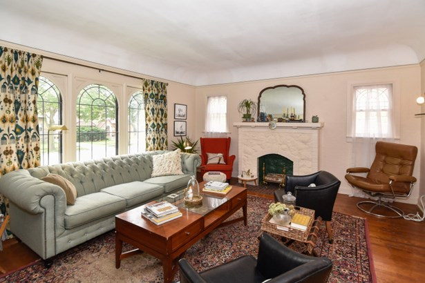 Living Room w/Big Windows (photo 4)