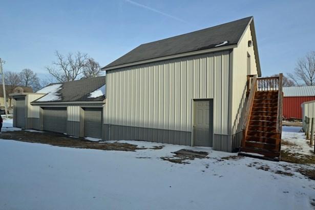 4 1/2 Garage with Work Shop (photo 2)