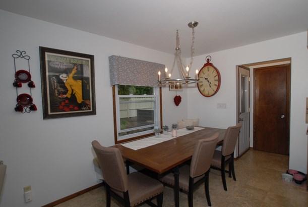 Includes kitchen set (photo 5)
