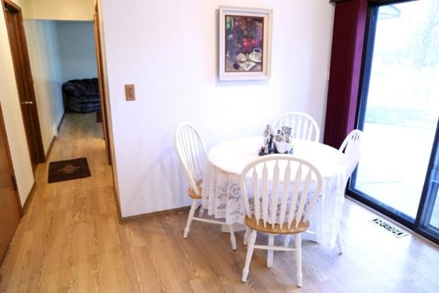 Eat-In Kitchen (photo 3)