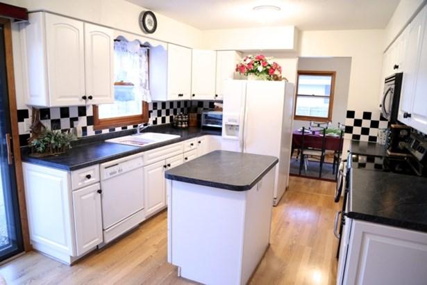 Kitchen with center island (photo 4)