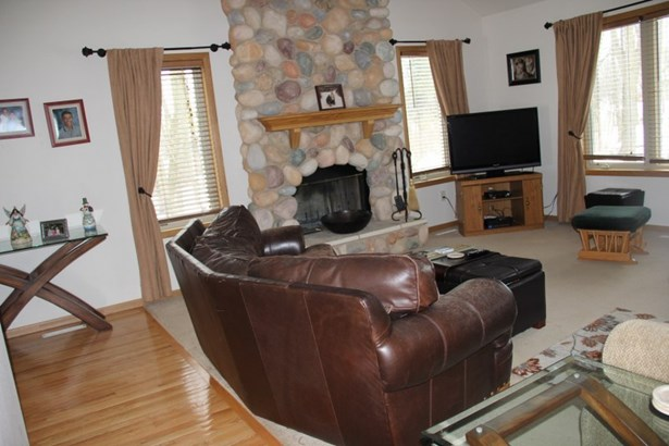 Hardwood floors in Great room (photo 5)