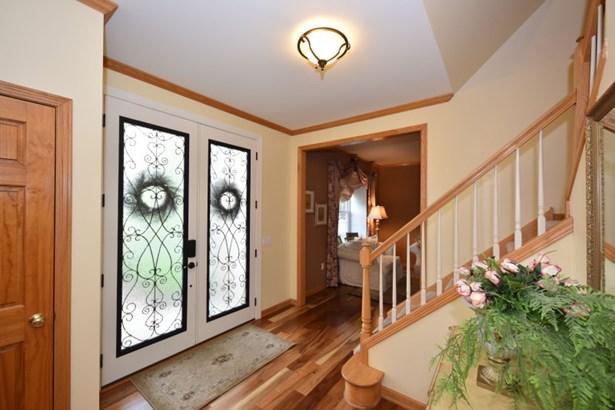 Gracious Foyer (photo 5)