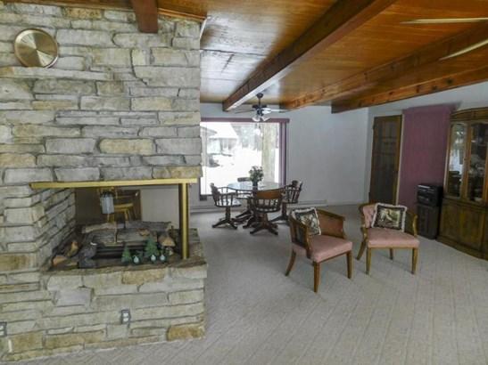 Stone fireplace (photo 4)