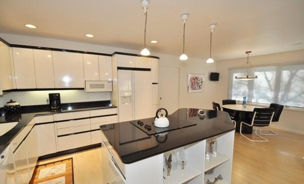 Nice Size Kitchen (photo 5)