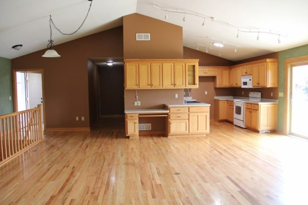 Open concept and HWFs (photo 5)