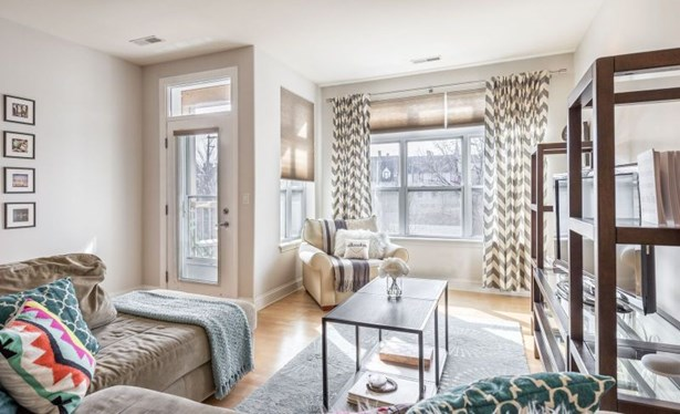 Bright & Sunny Living Room (photo 1)