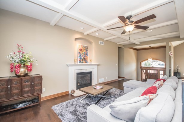 Great Room with Gas Fireplace (photo 4)