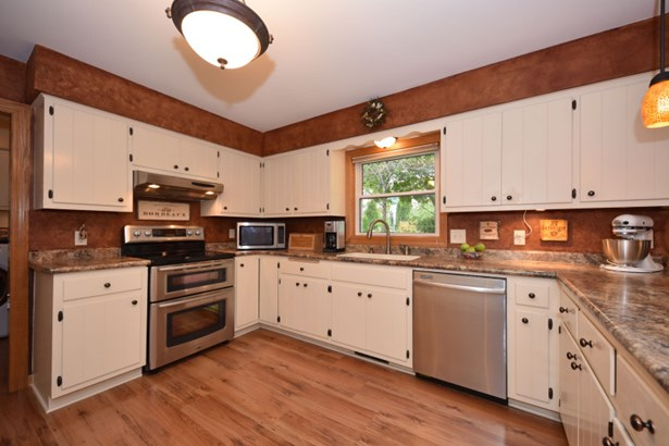 Like New Stainless Appliances (photo 4)