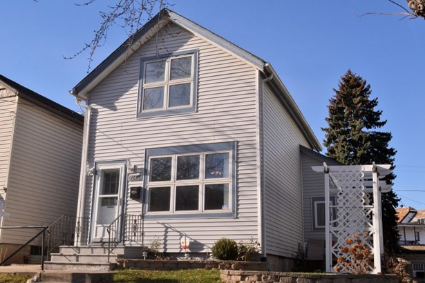Front View of Home (photo 1)
