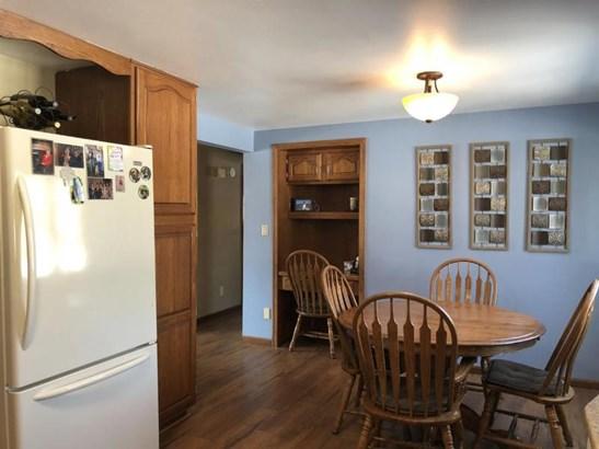 Kitchen/dining area (photo 4)