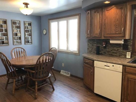 Kitchen/dining area (photo 5)