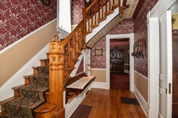 Foyer with wallpaper (photo 3)