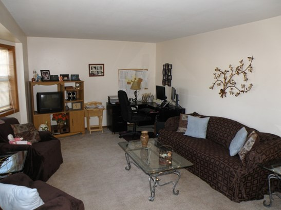 Living Room (photo 4)