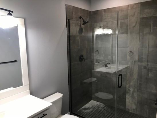 Gorgeous walk in shower (photo 2)