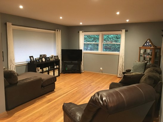 Living Room -1 (photo 4)