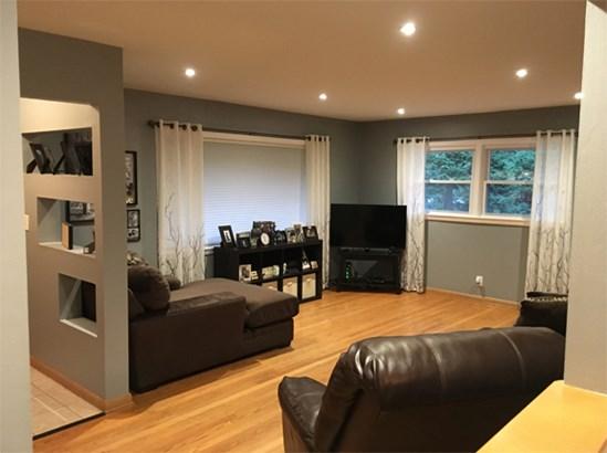 Living Room -2 (photo 5)