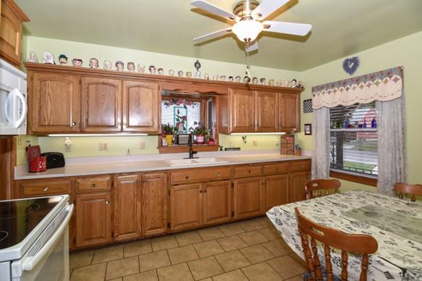 Gorgeous Oak Cabinets (photo 5)