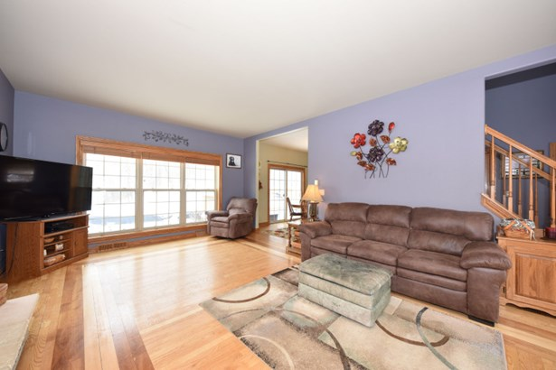 Oak Hardwood Floors (photo 3)