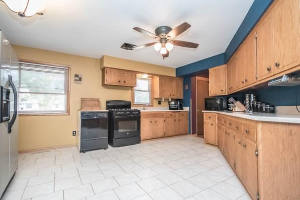 Kitchen (view 1) (photo 4)