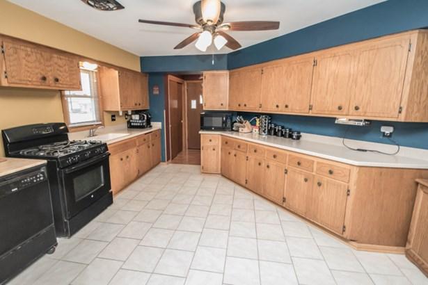 Kitchen (view 2) (photo 5)