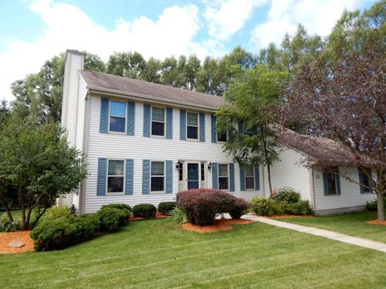 Handsome 2 Story Colonial (photo 1)