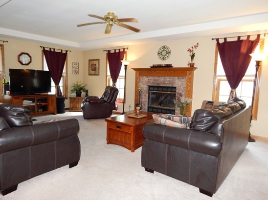 Large & Bright Living Room (photo 3)