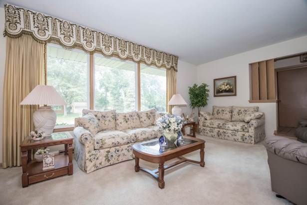 Living Room has Huge Windows (photo 3)