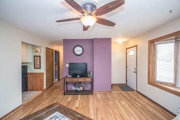 living room v2 (photo 3)