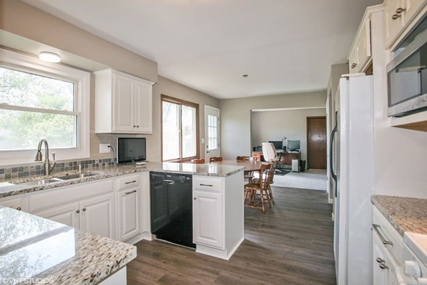 NEW Kitchen open to Family Rm (photo 3)