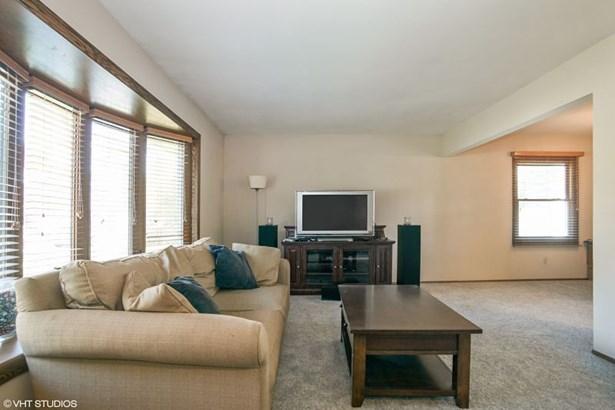 Living Room with Bay Window (photo 5)
