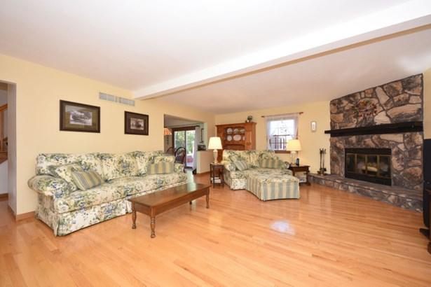 Spacious Living Room (photo 5)