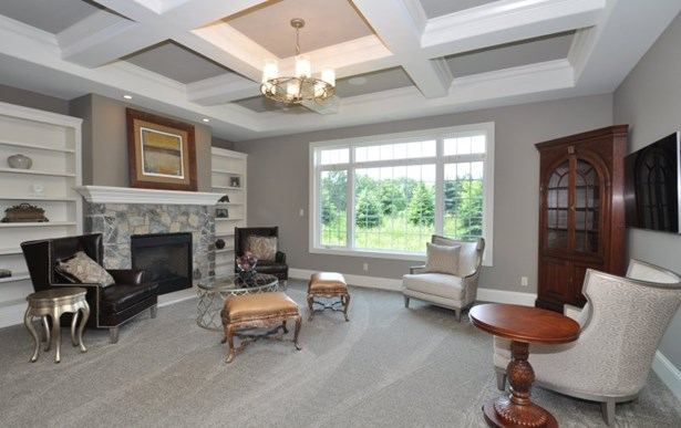 Upper Spacious Great Room (photo 3)