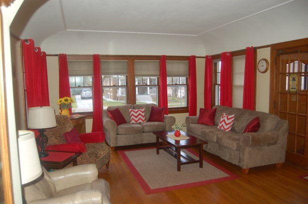 spacious living room with HWF (photo 2)