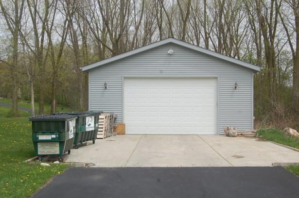 detached 4 car garage (photo 3)