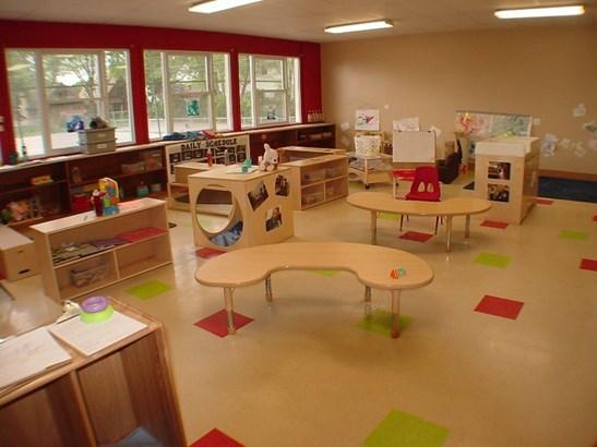 classroom (photo 5)