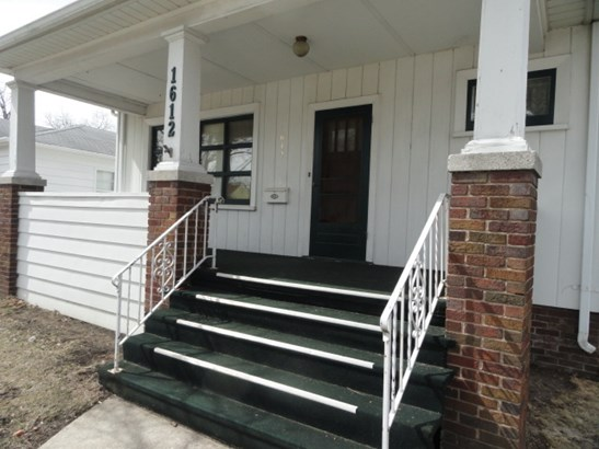LARGE FRONT PORCH ENTRY (photo 2)